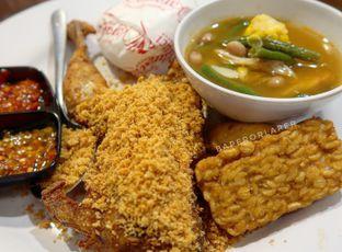 Foto 1 - Makanan di Ayam Goreng Karawaci oleh Esther Lorensia CILOR