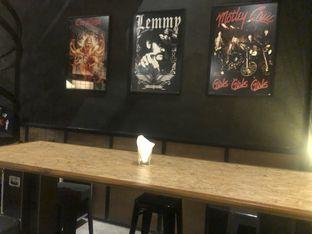 Foto 7 - Interior di Lawless Burgerbar oleh feedthecat
