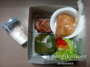 Foto 2 - Makanan(Nasi Gepuk Tempe Goreng Sayur Asem dan Lalapan) di Sunda Prasmanan Cikajang oleh Vera Arida