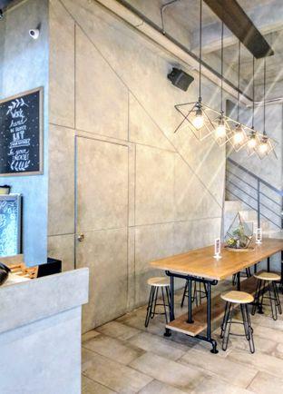 Foto 1 - Interior di Phos Coffee oleh Ika Nurhayati