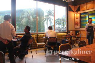 Foto 4 - Interior di The People's Cafe oleh AndaraNila
