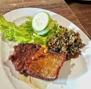 Foto 1 - Makanan(Nasi Empal Cabe Ijo) di Saoenk Kito oleh felita [@duocicip]