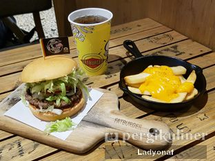 Foto 3 - Makanan di FATBURGER oleh Ladyonaf @placetogoandeat