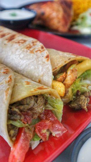 Foto 3 - Makanan di Emado's Shawarma oleh heiyika