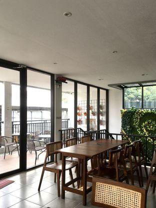 Foto 13 - Interior di Likely Cafe & Resto oleh Prido ZH