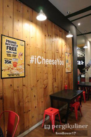 Foto 8 - Interior di Master Cheese Pizza oleh Sillyoldbear.id