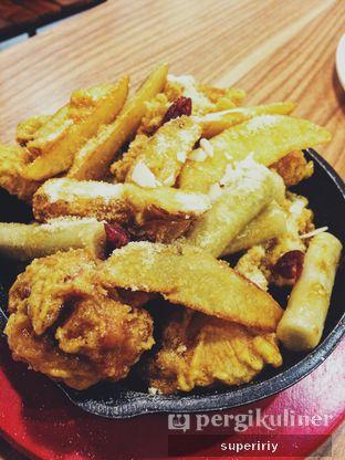 Foto 2 - Makanan(honey butter chicken) di Chir Chir oleh @supeririy