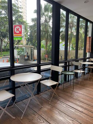 Foto 3 - Interior di Emji Coffee Bar & Space oleh feedthecat