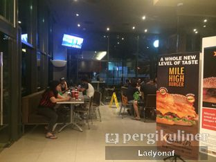 Foto 3 - Interior di Carl's Jr. oleh Ladyonaf @placetogoandeat