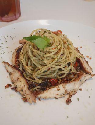 Foto 1 - Makanan(Spaghetti Aglio Olio (IDR 59.9k) ) di Cecemuwe Cafe and Space oleh Renodaneswara @caesarinodswr