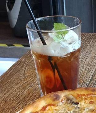 Foto 3 - Makanan(Iced Lychee Tea (IDR 26k) ) di Pizzeria Cavalese oleh Renodaneswara @caesarinodswr