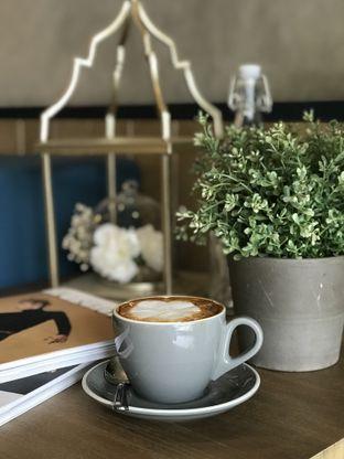 Foto 4 - Makanan(Cappucino) di Phos Coffee oleh @stelmaris