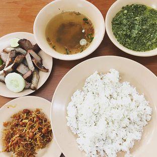 Foto - Makanan(Ikan Teri, Panggang B2, Daun Ubi Tumbuk, Kuah Soup) di Lapo Ni Tondongta oleh Femmy Monica Haryanto