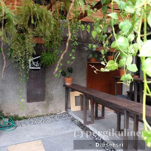 Foto 2 - Interior di Sana Coffee oleh Darsehsri Handayani