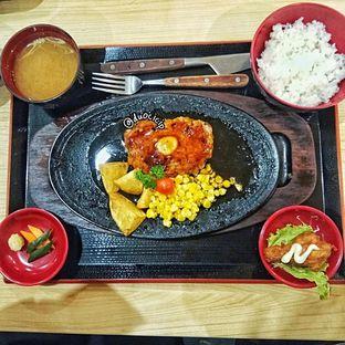 Foto 2 - Makanan(Tsukune Hamburg Set) di Ippeke Komachi oleh felita [@duocicip]