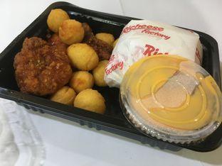 Foto 2 - Makanan di Richeese Factory oleh Prido ZH