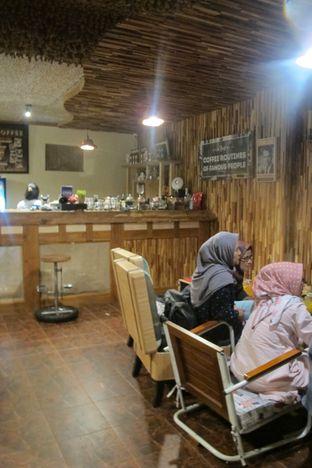 Foto 4 - Interior di Equator Coffee & Gallery oleh Kuliner Addict Bandung