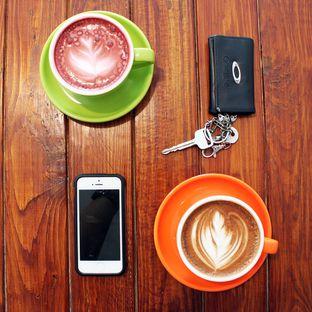Foto 8 - Makanan(Red Velvet Latte & Cafe Mocha) di Retorika Coffee oleh Wisnu Narendratama