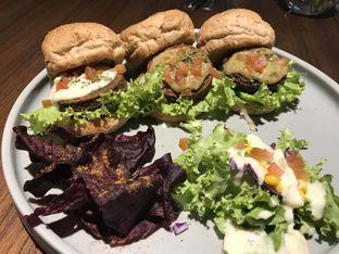 Foto 3 - Makanan di Burgreens Eatery oleh FebTasty  (Feb & Mora)