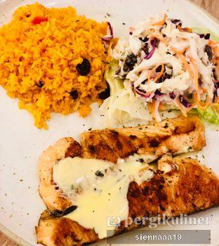 Foto 1 - Makanan(Salmon Cajun) di Fish & Co. oleh Sienna Paramitha