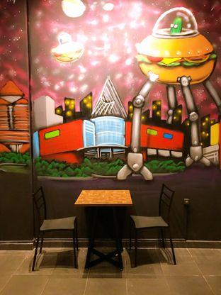 Foto 11 - Interior di FIX Burger oleh yudistira ishak abrar