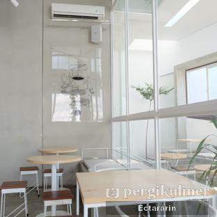 Foto 12 - Interior di Threelogy Coffee oleh Ectararin