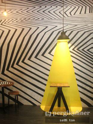 Foto 2 - Interior di Alcal Coffee oleh Selfi Tan