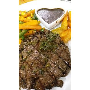 Foto 7 - Makanan(Meltique Rib Eye Steak with blackpaper sauce, wedges & mixed vegetables) di Double U Steak by Chef Widhi oleh Jenny (@cici.adek.kuliner)