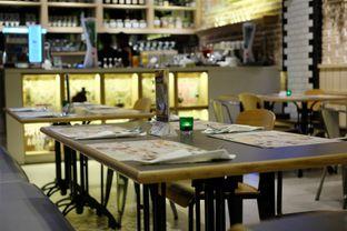 Foto 4 - Interior di Uncle Tjhin Bistro oleh Verdi Danutirto
