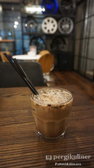 Foto 16 - Makanan(Coffee Mocca) di Wheels and Brakes Cafe oleh Fahmi Adimara