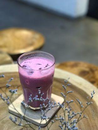 Foto 2 - Makanan(Red Velvet Latte) di Qubico Coffee oleh dk_chang