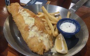 Foto 3 - Makanan(The best Fish & Chips In Town (IDR 99k) ) di Fish & Co. oleh Renodaneswara @caesarinodswr