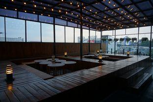 Foto 5 - Interior di De Cafe Rooftop Garden oleh eatwerks