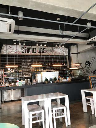 Foto 2 - Interior di GrindJoe Coffee - Moxy Hotel oleh Abi Raihan