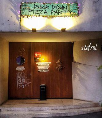 Foto Eksterior di Duck Down Pizza Party
