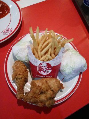 Foto - Makanan di KFC oleh saskia jihan