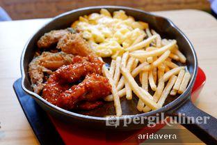 Foto 1 - Makanan(classic mozzarella wings) di Chingu Korean Fan Cafe oleh Vera Arida