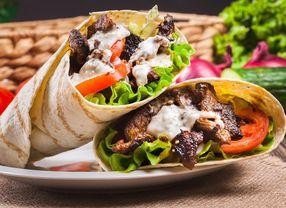 Suka Makan Kebab? Kamu Harus Tahu Asal-Usul dan Manfaatnya