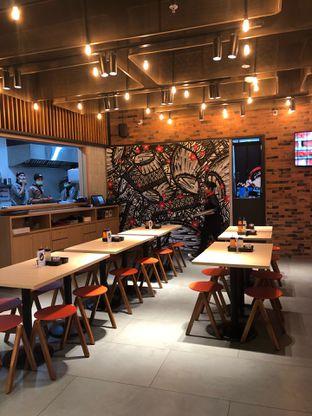 Foto 4 - Interior di Abura Soba Yamatoten oleh feedthecat