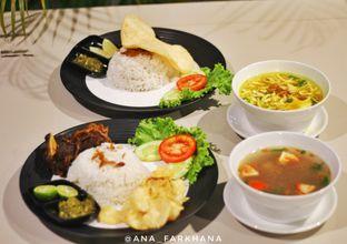 Foto 1 - Makanan di Black Butler Cafe - Hotel Sanira oleh Ana Farkhana