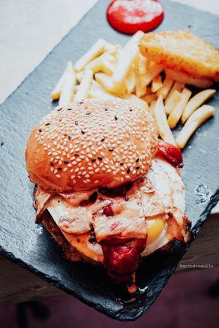 Foto 18 - Makanan di Dope Burger & Co. oleh Indra Mulia