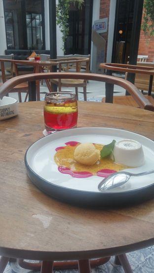 Foto 3 - Makanan(Pannacotta) di Saka Bistro & Bar oleh Fadhlur Rohman