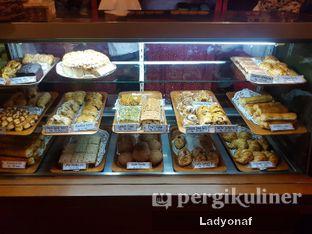 Foto 8 - Interior di Tizi's Cakeshop & Resto oleh Ladyonaf @placetogoandeat