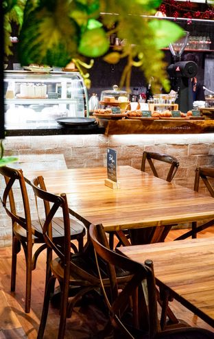 Foto 21 - Interior di Six Ounces Coffee oleh Indra Mulia