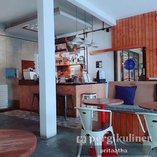 Foto 5 - Interior di Ruang Temu Coffee & Eatery oleh Prita Hayuning Dias