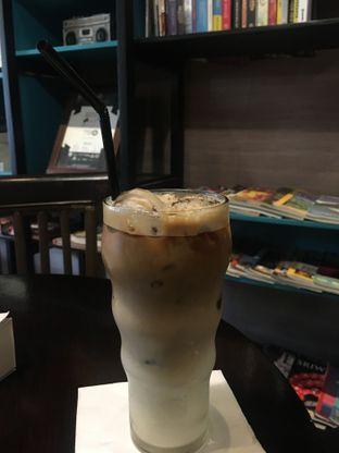 Foto 1 - Makanan(Ice Latte) di Dailydose Coffee & Eatery oleh RI 347 | Rihana & Ismail