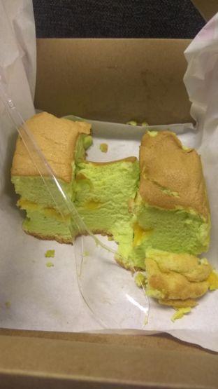 Foto 2 - Makanan(Pandan Pillow Cake (IDR 66k) ) di Momoiro oleh Renodaneswara @caesarinodswr