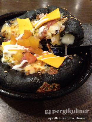 Foto 1 - Makanan(Black Pizza) di Pizza Hut oleh Diana Sandra
