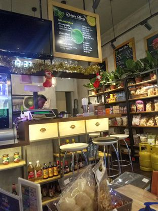 Foto 6 - Interior di Cafe MKK oleh felita [@duocicip]