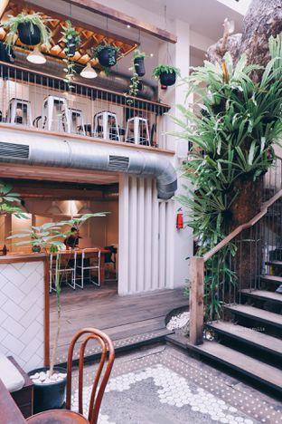 Foto 4 - Interior di Lucky Cat Coffee & Kitchen oleh Indra Mulia
